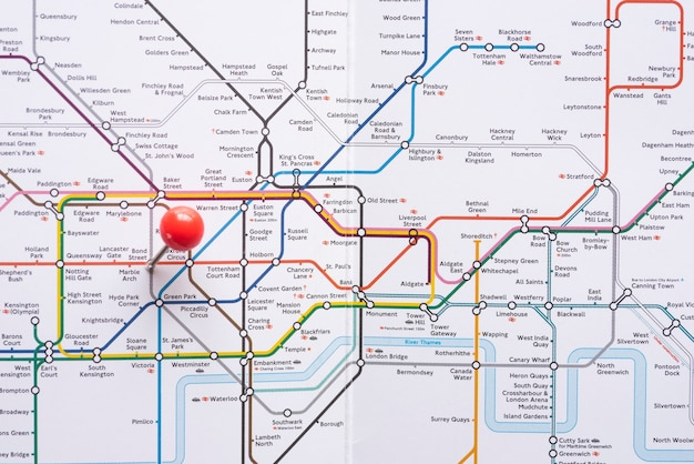 Geometrische metrokaart met nauwkeurig aangegeven Gratis Foto