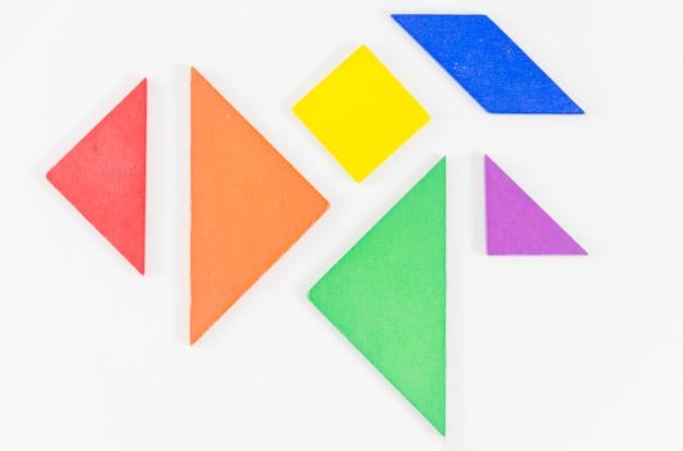 Geometrische vormen met de kleuren van de trotsvlag Gratis Foto