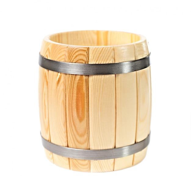 Geopend houten vat dat op wit wordt geïsoleerd Premium Foto