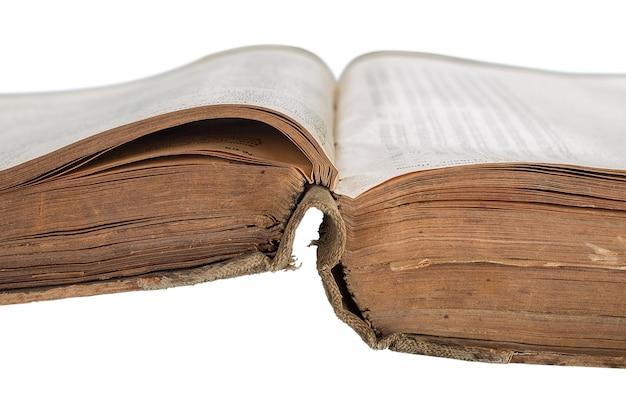 Geopend oud boek dat op wit wordt geïsoleerd Premium Foto