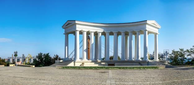 Gerestaureerde colonnade in odessa, oekraïne Premium Foto
