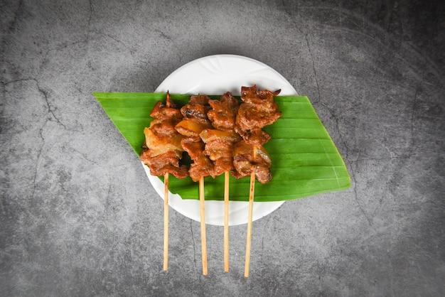 Geroosterde het voedselstijl van de varkensvlees thaise aziatische straat Premium Foto