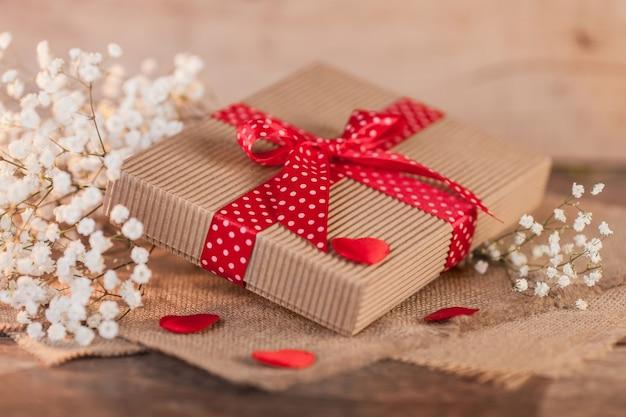 Geschenkdoos op valentijnsdag Gratis Foto