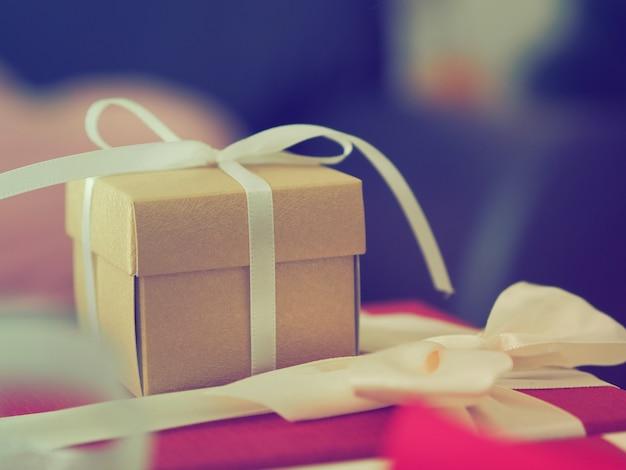 Geschenkdozen in kerstfeest Premium Foto