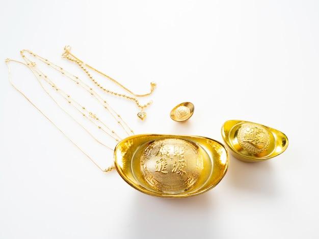 Geschenken in chinees nieuwjaar, goud Premium Foto