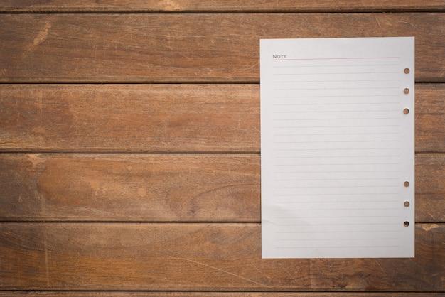 Gescheurd schrijfpapier schrijven pin lijst Gratis Foto