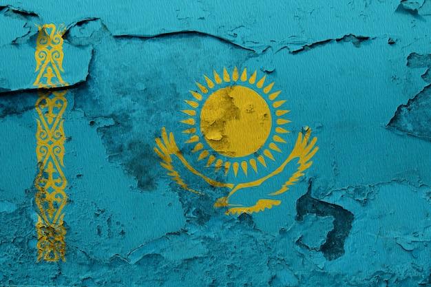 Geschilderde nationale vlag van kazachstan op een betonnen muur Premium Foto