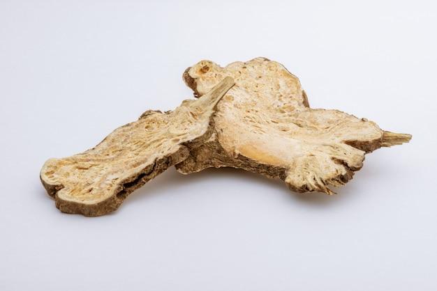 Gesneden angelica sinensis of dang gui Premium Foto