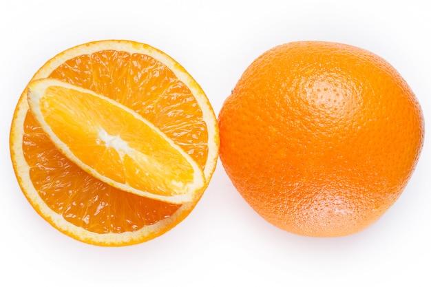 Gesneden en hele sinaasappels Gratis Foto