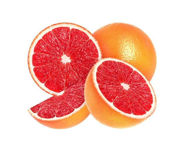 Gesneden grapefruit die op wit wordt geïsoleerd Premium Foto