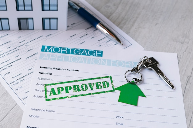 Gestempeld papierformulier voor hypotheek Gratis Foto