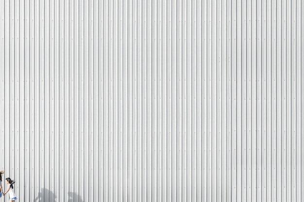 Gestreepte betonnen muur van een gebouw Gratis Foto