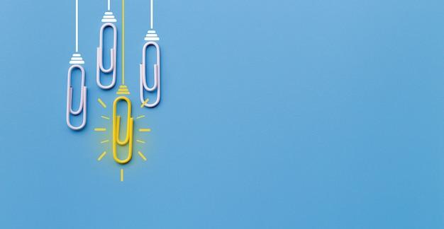 Geweldig ideeënconcept met paperclip, het denken, creativiteit, gloeilamp op blauwe achtergrond. Premium Foto