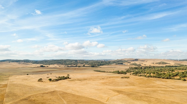 Geweldig landschap met droog land Gratis Foto