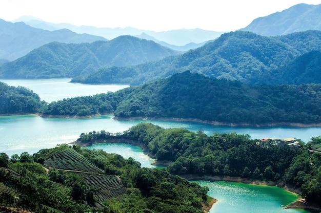 Geweldige luchtfoto van het prachtige thousand island lake in taiwan Gratis Foto