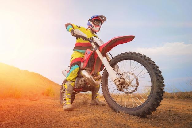 Geweldige motorcross rijder Premium Foto