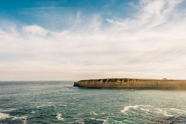 Geweldige oceaanweg die twaalf apostelen uitkijkt Gratis Foto