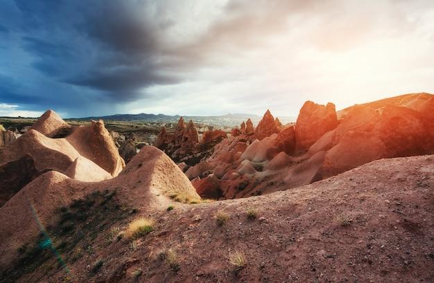 Geweldige zonsondergang over cappadocië. kalkoen. europa Premium Foto