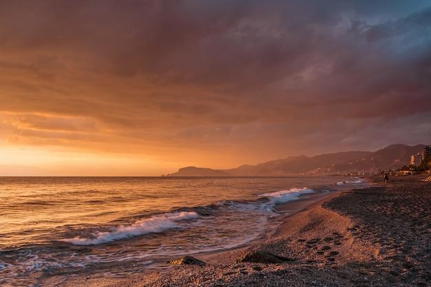 Geweldige zonsopgang op de zee in turkije Gratis Foto