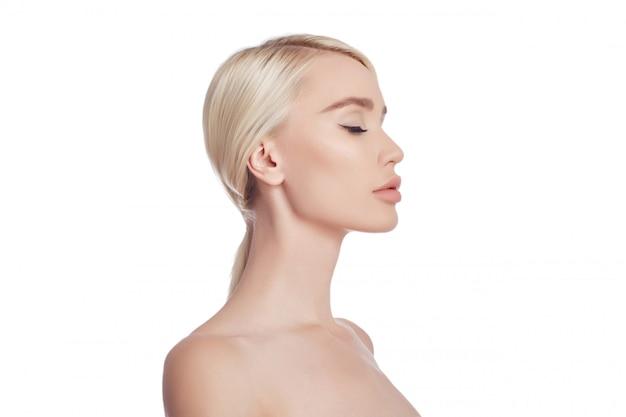 Gezicht en lichaam van de vrouwen het schone huid. natuurlijke cosmetica Premium Foto