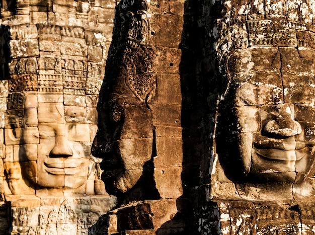 Gezicht van bayon-kasteel in cambodja, angkor thom Premium Foto