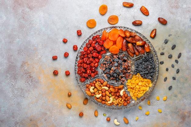 Gezond assortiment droog fruit, bovenaanzicht Gratis Foto