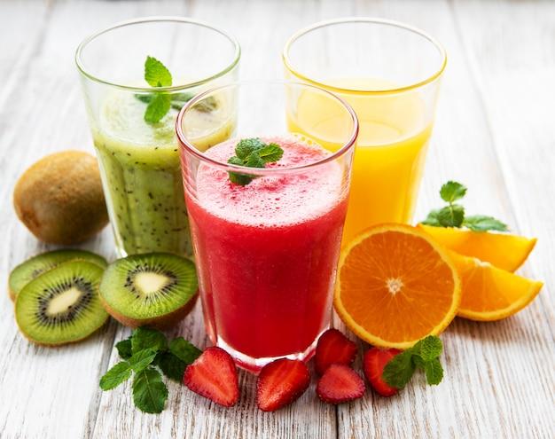 Gezonde fruitsmoothies Premium Foto