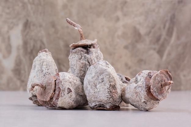 Gezonde gedroogde vruchten op witte achtergrond. hoge kwaliteit foto Gratis Foto