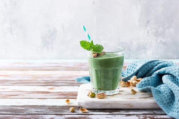 Gezonde groene pistaches smoothie Premium Foto