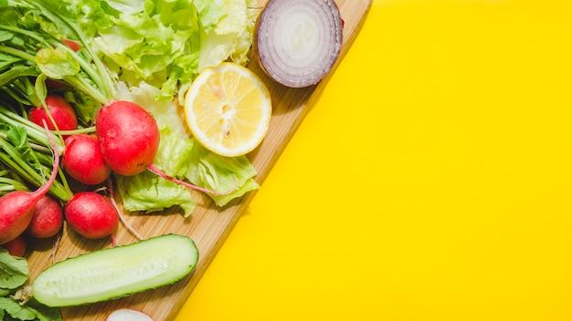 Gezonde ingrediënten in een salade Gratis Foto