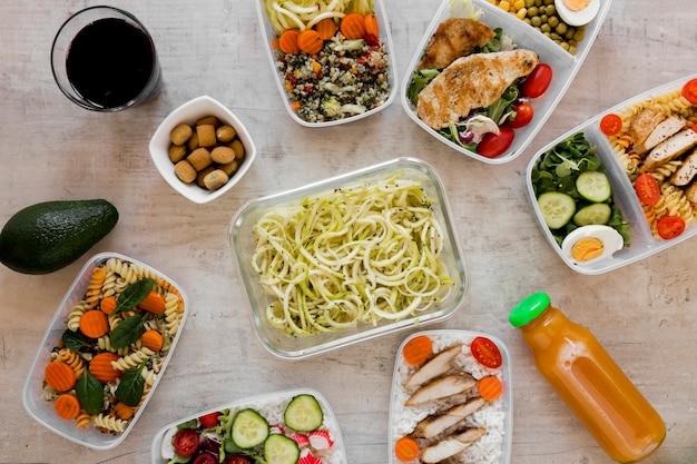 Gezonde maaltijd in containers assortiment Gratis Foto