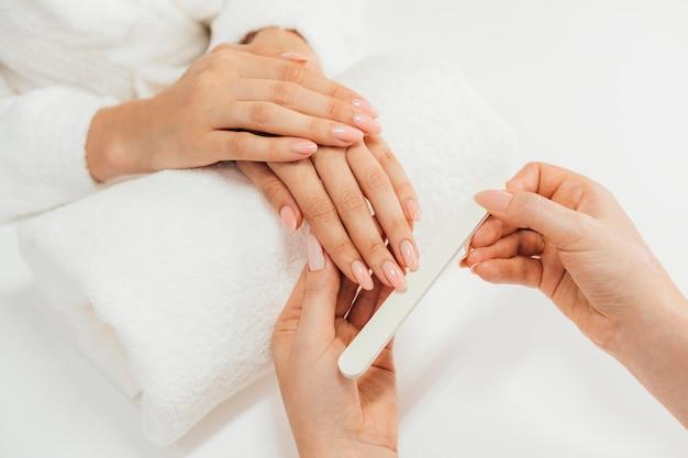 Gezonde mooie manicure en manicure met bestand Gratis Foto