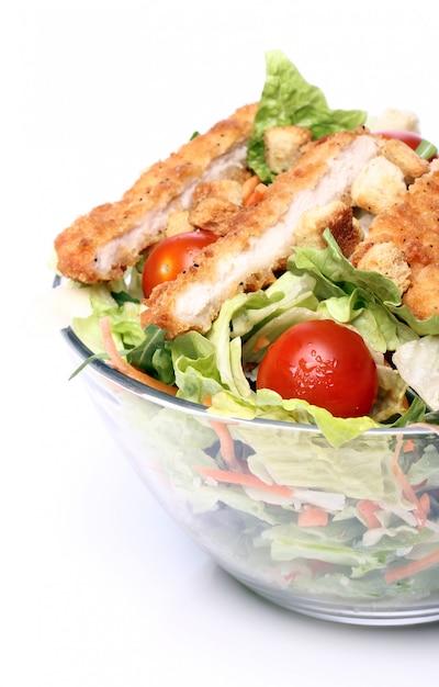Gezonde salade met kip en groenten Gratis Foto