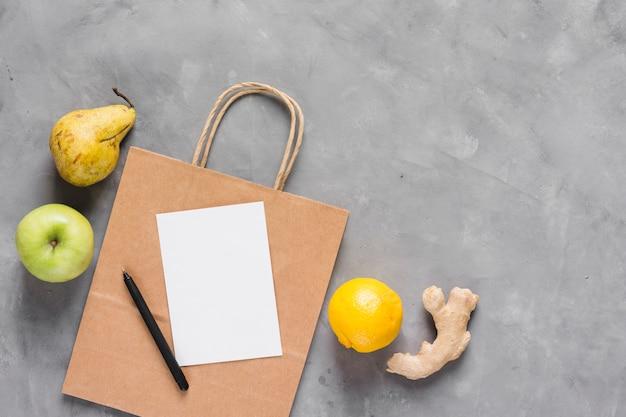 Gezonde voeding en papieren zak Gratis Foto