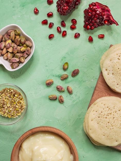 Ghrayaf - algerijnse pannenkoeken, maghreb-keuken. Premium Foto