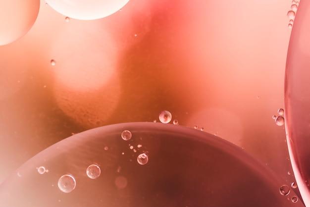 Glanzende druppels en luchtige bubbels Gratis Foto