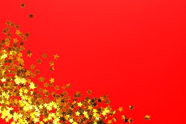 Glanzende gouden papieren sterren Premium Foto