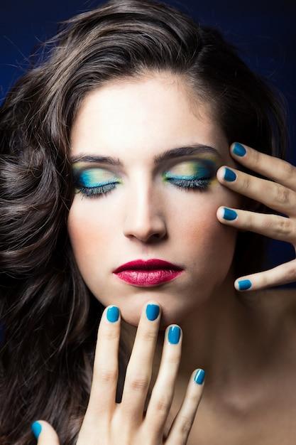 Glanzende luxe dame hand cosmetische Gratis Foto
