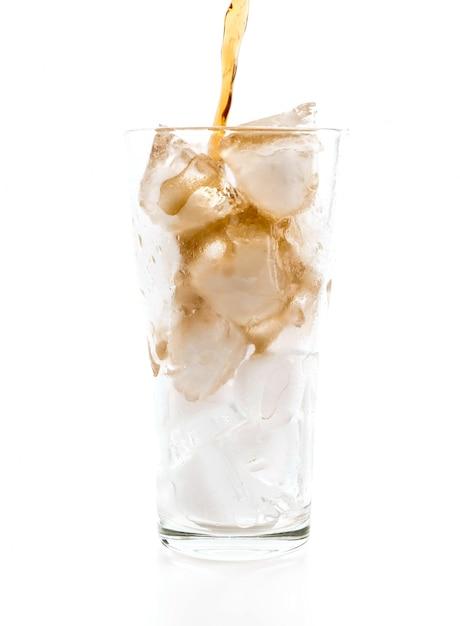 Glas cola met ijs Premium Foto