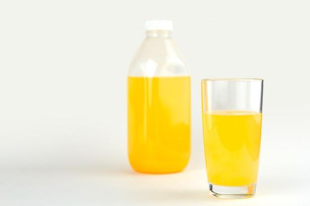 Glas jus d'orange kopie ruimte. Premium Foto