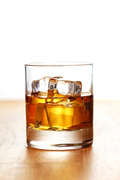 Glas koude whisky Gratis Foto