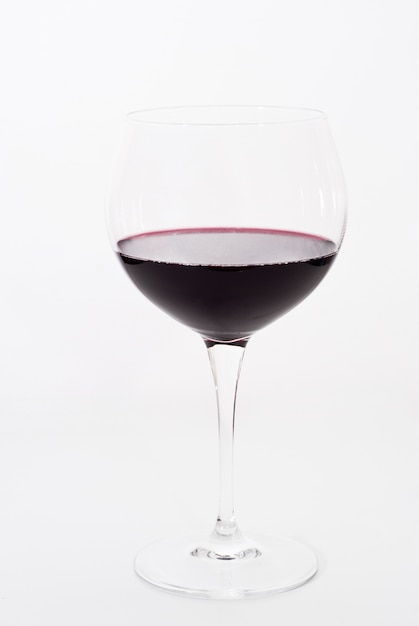 Glas rode geïsoleerde wijn Premium Foto