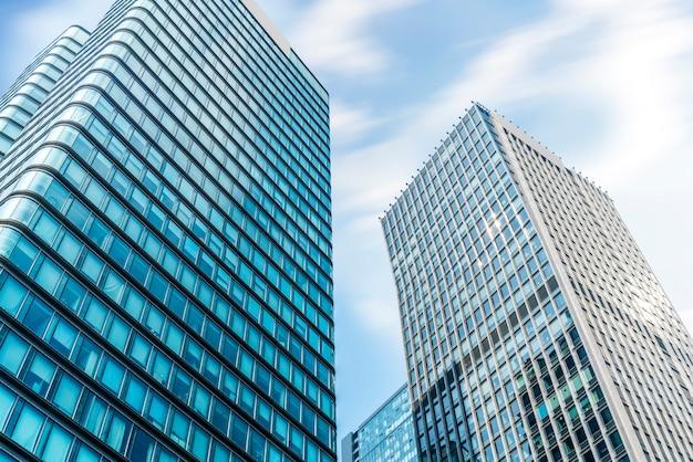 Glasvensters van wolkenkrabbers in het financiële district van lujiazui, shanghai Premium Foto