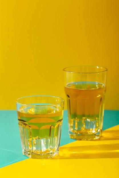 Glazen arrangement met dranken Gratis Foto