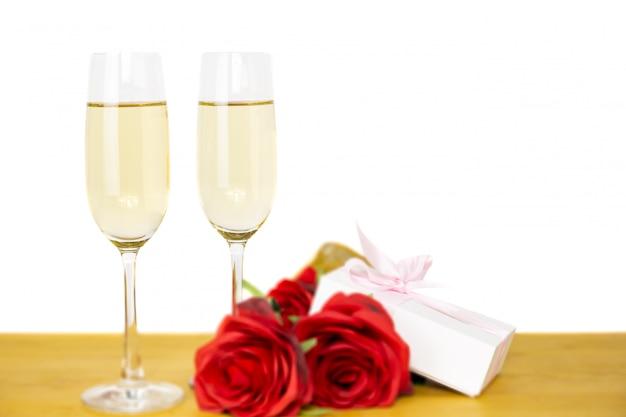 Glazen champagne met roze bloem Premium Foto