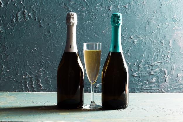 Glazen en fles champagne Premium Foto