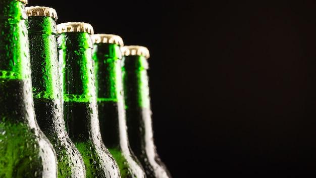 Glazen flessen koud bier Gratis Foto