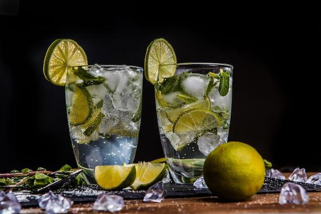 Glazen met mojito Premium Foto