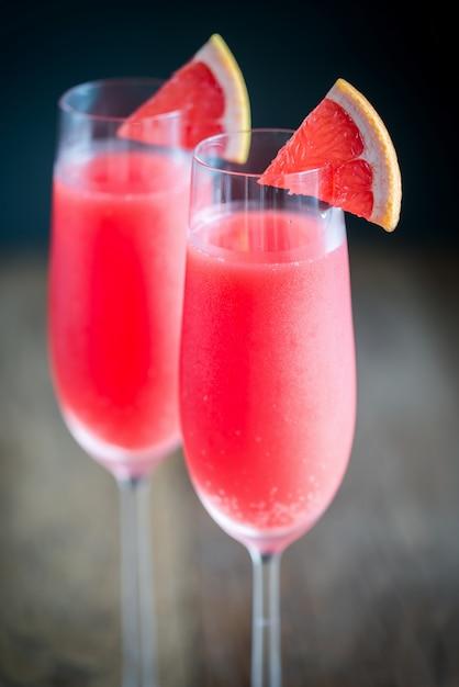 Glazen mimosa-cocktail Premium Foto