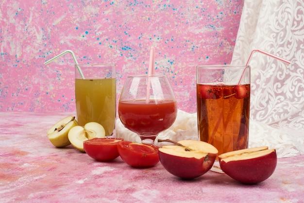 Glazen sap met appel en tomaat. Gratis Foto
